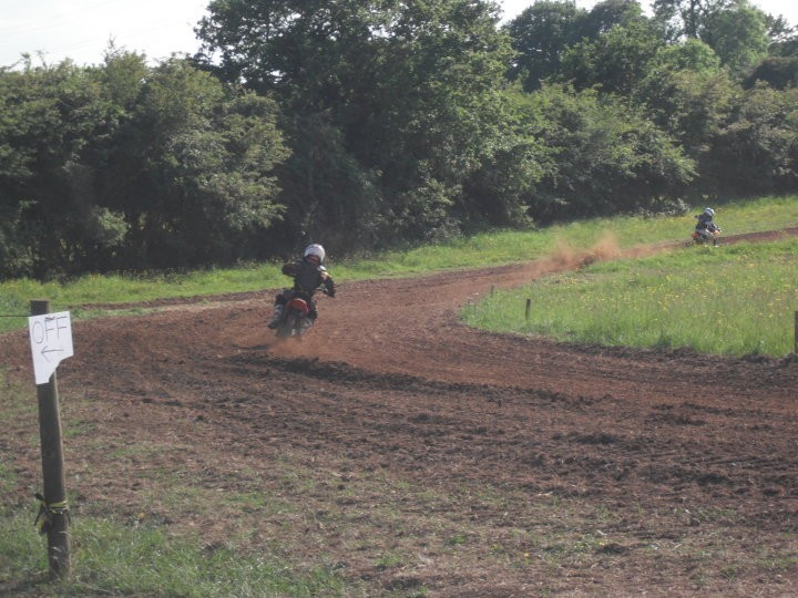 Westerleigh, Doddmoor Farm Track , click to close